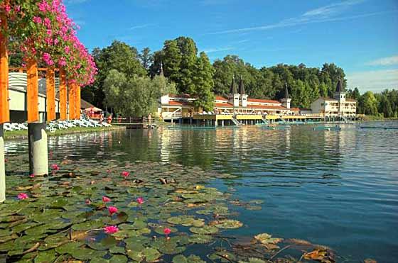 Der berühmte Thermalsee in Bad Heviz Ungarn